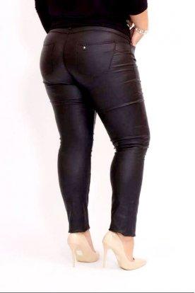 Női szexi, stílusos nagy méretű bőr hatású fekete push-UP-os nadrág