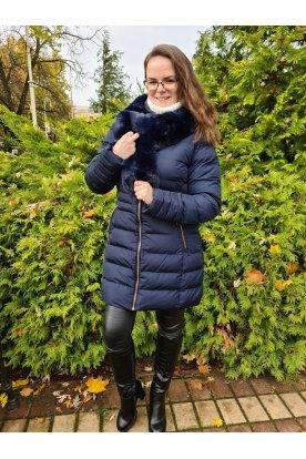 Divatos téli kabát szőrme sállal