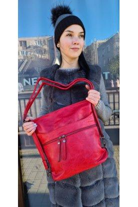 Divatos női műbőr táska, mely válltáskaként és hátitáskaként is hordható