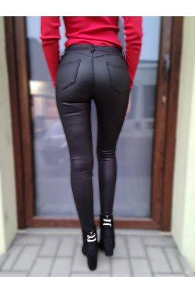 Divatos bélelt bőr hatású női nadrág