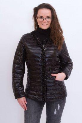 Divatos, gyöngyökkel díszített steppelt női átmeneti kabát