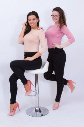 KIKIRIKI női divatos alkalmi háromnegyed ujjas testhezálló felső csónaknyakkal és szélesebb passzéval