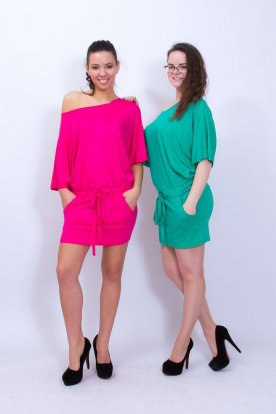 VICTORIA MODA divatos denevérujjú derékban szűkíthető mini ruha