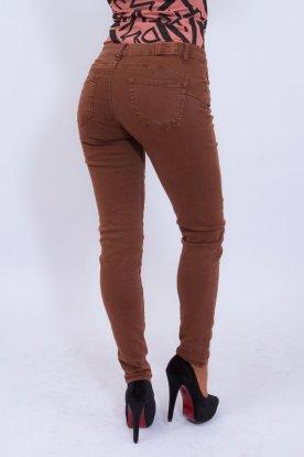 Divatos barna színű női farmernadrág