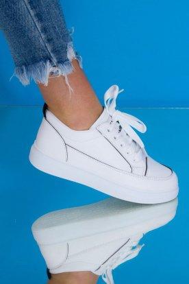 Női fehér színű magasított talpú divatos műbőr sportcipő fekete varrással