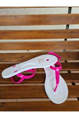 Divatos rózsaszín-fehér színű női szandál