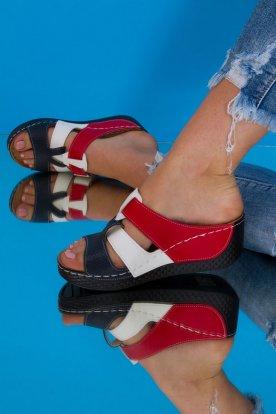 Divatos magasított sarokkal ellátott tépőzáras női gyógypapucs piros és fehér színű díszítéssel