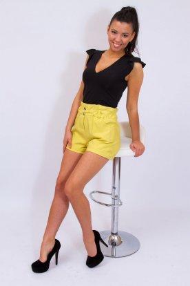 Divatos magasított, fodros és gumis derekú gombokkal díszített sztreccses rövidnadrág