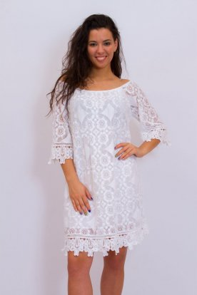 Gyönyörű fehér színű hímzett és horgolt nyári alkalmi ruha háromnegyedes ujjal