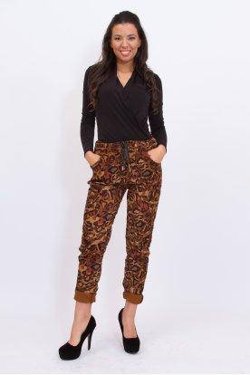 Divatos gyűrt anyagú mintás női nadrág