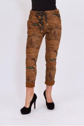 Divatos gyűrt anyagú ocelot mintás női nadrág