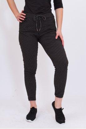 Divatos gyűrt anyagú csíkos mintás női nadrág