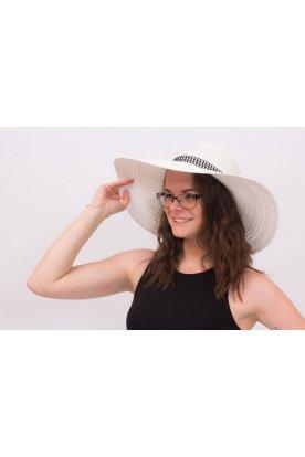 Széles karimájú nyári kalap