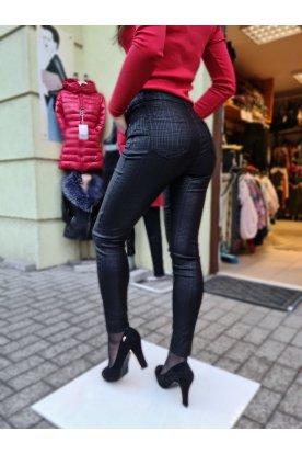 Kockás bőr hatású nadrág