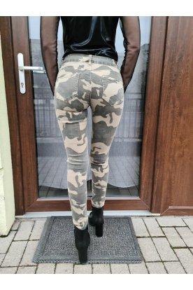 Női terepmintás nadrág